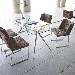 商談ルームや会議室向けテーブルとイス