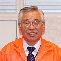 玉井家具株式会社の創業者 玉井会長がお客様をご案内します。