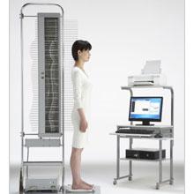 ショールームでは、寝姿勢測定機を設置し、お客さまお一人おひとりの寝姿勢に合った寝具を診断することができます。